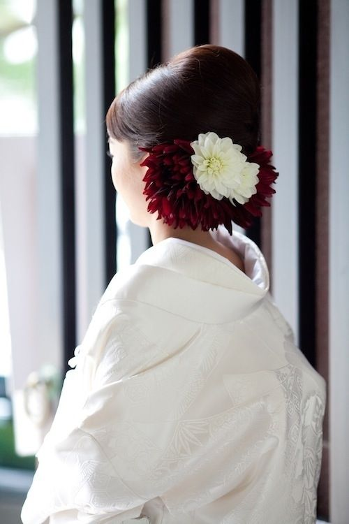 """花嫁部:ヘアメイクFile.014*生花のあしらいに工夫を凝らした""""洋髪綿帽子""""の花嫁 MAQUIA(マキア)"""