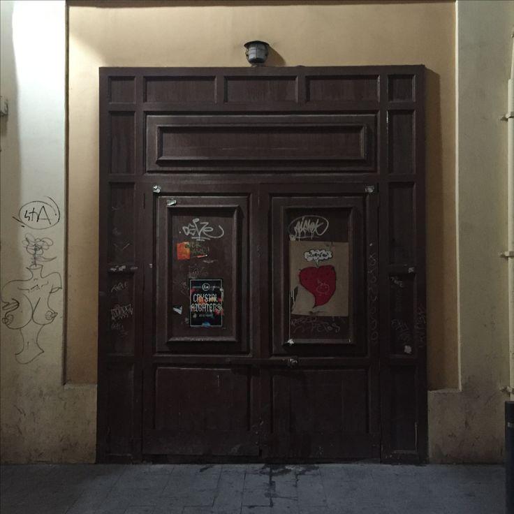 Ya se ha ido el lunes! Esto está chupado! #Puertas que me encantan de Alicante Feliz semana!!!! #doors #door #puerta #portal #puertasviejas #puertasdelmundo