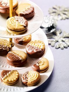 Gefüllte Plätzchen für die Weihnachtsbäckerei