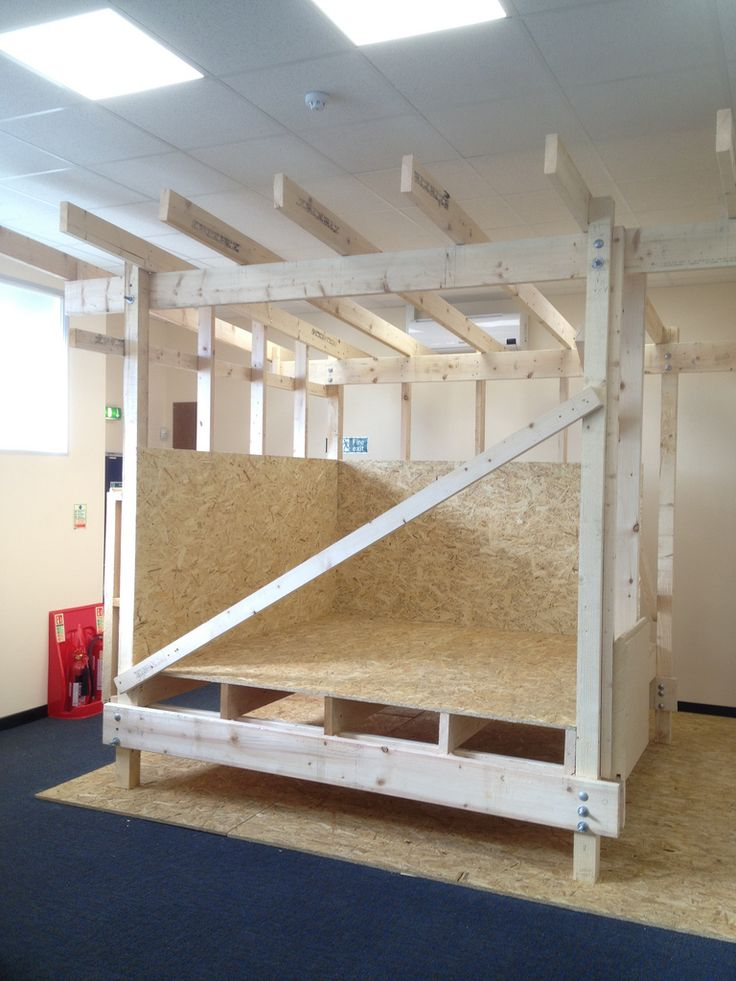 Constructing a simple timber frame building using Walter Segal methods