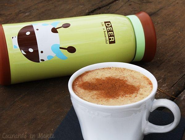 Continuando con el café, aquí está la versión latte y especiada del Pumpkin chai tea (té de especias y calabaza) que desde que la viese ...