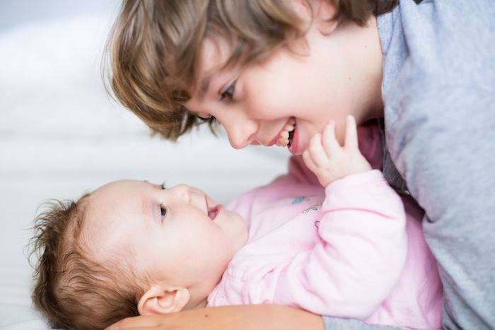 Τώρα που οι γονείς έχουν κατανοήσει το πόσο σημαντικό είναι τα μωρά να κοιμούνται ανάσκελα, τα νεογέννητα περνούν τον περισσότερο καιρό σε αυτή τη στάση. Αυτό είναι καλό για την αποφυγή του Συνδρόμου ...