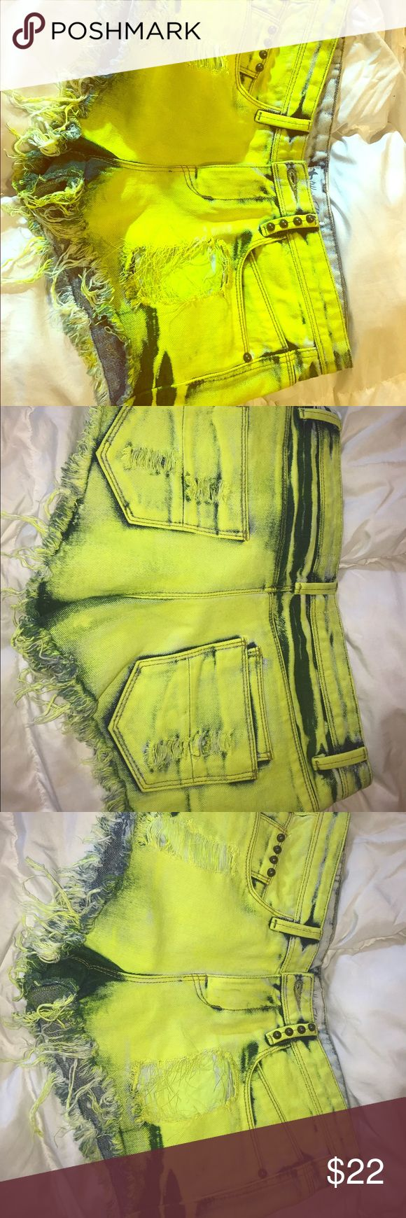 NWT Affliction style neon yellow shorts 27 New.. high waisted.. neon yellow frayed shorts Affliction Shorts Jean Shorts