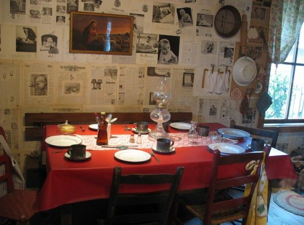 Dolly Parton's childhood cabin-dinner table