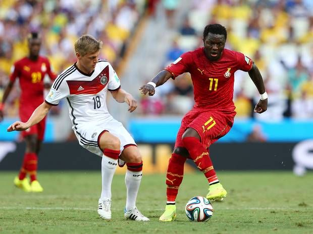 Sulley Muntari World Cup 2014: Ghana star hands out money to disadvantaged Brazilians - World Cup 2014 - Football - The Independent