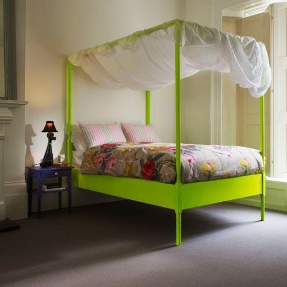 lit à baldaquin avec un voile transparent pour votre chambre à coucher