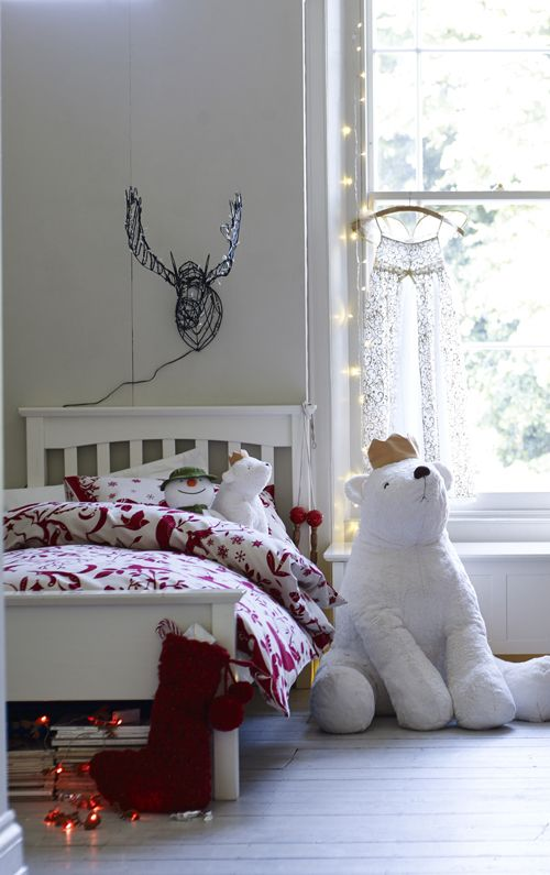 Bring  the  merriment  of  Christmas  to  every  corner  of  the  house,  especially  the  kids'  rooms!: