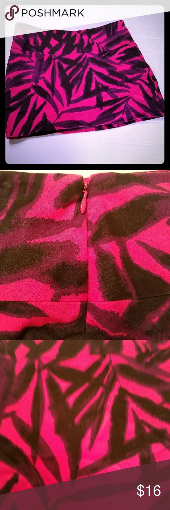 "Sz 6 Express Hot Pink Palm Leaf Mini Skirt Super cute Express Design Studio Mini Skirt  Side zip and fully lined  Waist measures flat 15"" Length 13.5"" Cotton/Spandex Express Skirts Mini"