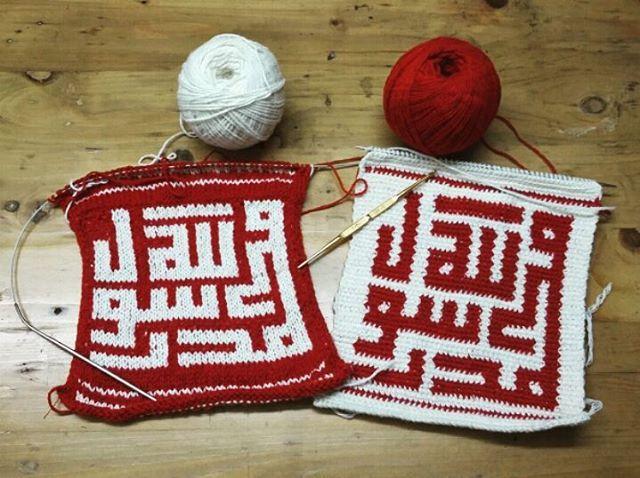 Alhamdulillah..1 #design #calligraphy saya coba aplikasikan dalam karya #rajutan menggunakan teknik #knitting #fairisle & #crochet #tapestry .  Dengan metode ATM ( #AmatiTiruModifikasi ), saya bisa membuat #kaligrafirajut yg jarang orang lain lakukan mungkin akan jadi ciri khas saya dlm mendalami #kriyatekstil ini. Ini belum sempurna..cuma #idea dasar saja, karena finishingnya insha Allah akan saya jadikan pajangan dinding dekorasi dll. Terimakasih Tuhan, Engkau memberikan ku mata untuk…