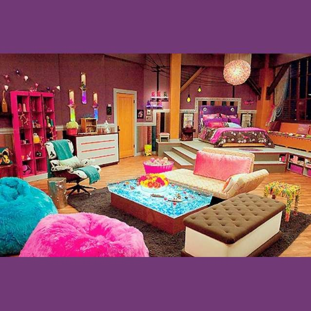 Cool girly bedroom...I know it was the iCarly bedroom but you have to admit it's freaking cool!