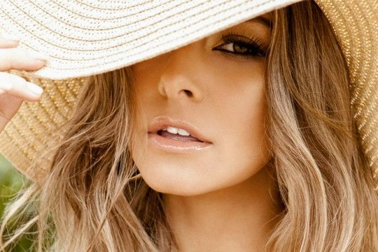 kikipoucagrana.com: Chapéus de verão Queridas,  Neste tórrido verão do Rio de Janeiro, usar chapéu é mais do que um modismo...  É INDISPENSÁVEL!!!!! Vamos então aproveitar a necessidade e conjugá-la com charme, estilo e beleza, nos inspirando nos modelitos da hora que estão fazendo a cabeça das cariocas neste verão escaldante!!!!