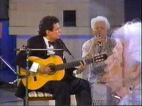 JOSE JOSE a dueto con Doña Margarita Ortiz..( MADRE ) en Siempre en Domingo 1990 PARTE 5. HQ - YouTube
