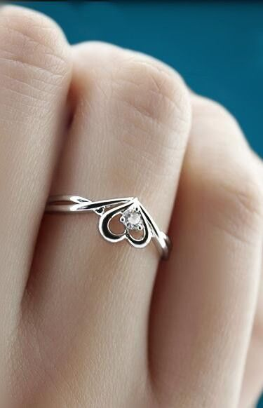 stunning sweetheart promise ring in sterling silver with cubic zirconia