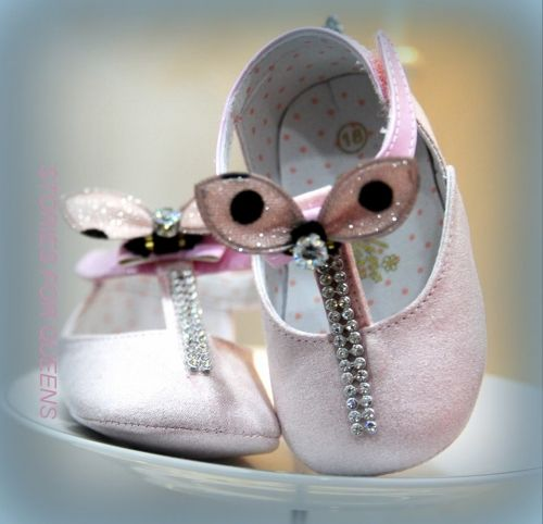 Χειροποιητα παπουτσάκια αγκαλιάς για μωρά.   http://handmadecollectionqueens.com/χειροποιητα-παπουτσακια-αγκαλιας-για-μωρα  #handmade #fashion #baby #footwear #storiesforqueens #χειροποιητα #μοδα #μωρα #υποδηματα #παπουτσια