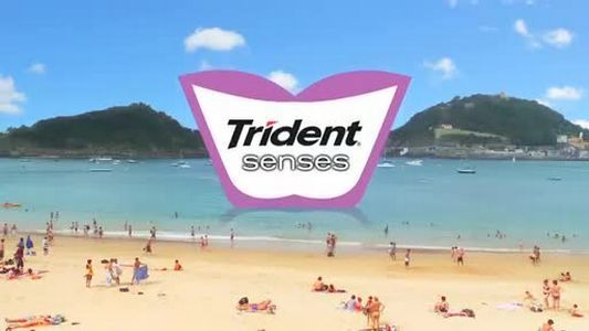 "Read more: https://www.luerzersarchive.com/en/magazine/commercial-detail/kraft-foods-inc-50322.html Kraft Foods Inc. Trident Senses: ""Pointless Beach"" [01:00]# ""Pointless"" animations depicting ""pointless"" acts. One spot shows us a beach with outsized seagulls and dancing polar bears, another a farm with chickens throwing eggs at each other while being filmed by cows. Tags: JWT (J. Walter Thompson), London,Christiano Neves,Russel Ramsey,Kraft Foods Inc.,Bruno Xavier,Nick Thompson,Cyriak"