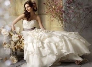 Selecting The Perfect Bridal Dress For Beach Wedding