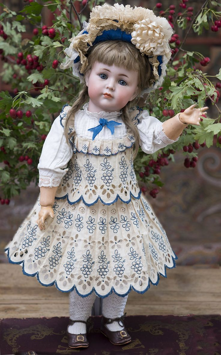 "Antique German Bisque ""Mein Liebling"" doll,Model 117 by Kammer and Reinhardt Antique dolls at Respectfulbear.com"