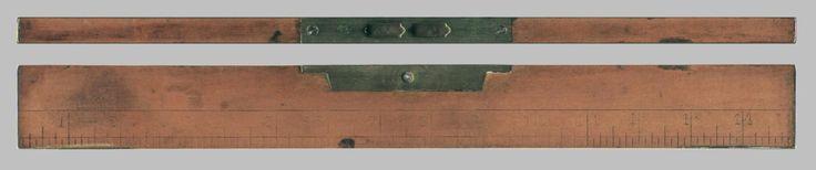 Nivel de burbuja ingles, marca Toro. de madera y bronce. Graduado en pulgadas y centimetros. Decada 1950 o anterior. luciar.rosario@gmail.com