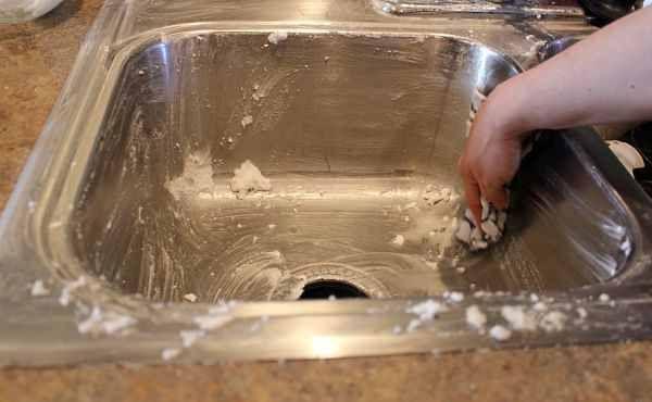 DIY Kitchen Sink Cleaner