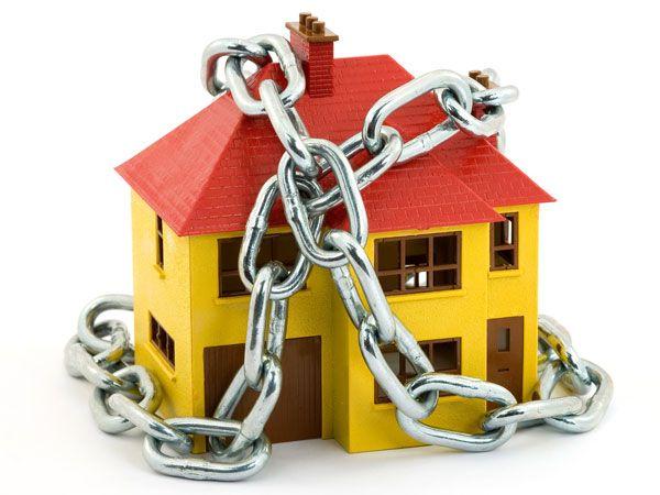 La sicurezza della nostra casa è la cosa più importante. Vediamo insieme quali sono i tipi di sistemi di allarme esistenti. http://www.arredamento.it/impianti/antifurto/sicurezza-casa.html #sicurezzacasa #sistemidiallarme