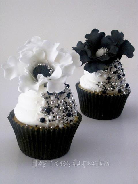 cupcakes white cupcakes black and white cupcake pretty cupcakes ...