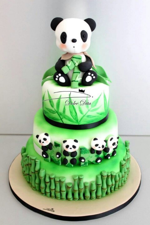 Tarta panda @Beckie 'beckerella' Munson 'beckerella' Munson Mears here is your next birthday cake!