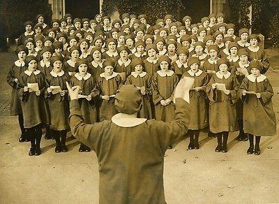 Girls-Choir-Outside-Church-Barkingside-UK-Chorale-Fillettes-Old-Photo-1936