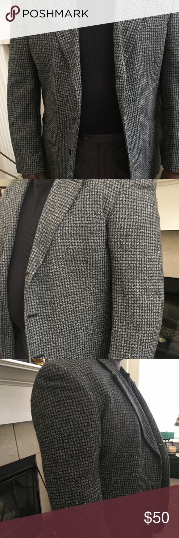 Mens's Sport's Jacket (Tweed) By R. Raspinni Great men's jacket that can be worn all year long. 85% silk, 15% wool, Size: 46 Regular, Dry Clean only. Worn very infrequently R. Raspinni UOMO Suits & Blazers