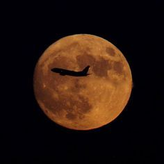 Today my #birthday #november #13 as #airplane passes in front of the #supermoon over #manhattan #newyorkcity by WorldTimeZone.com #fullmoon #lunar #perigee #moonrise #lga #ewr #jfk #overmoon #newyork #newjersey #nycphotographer #spaceweather #astrophotography #earthsky #moontoday #universetoday #space #airlines #flights #pilot #aircraft #plane