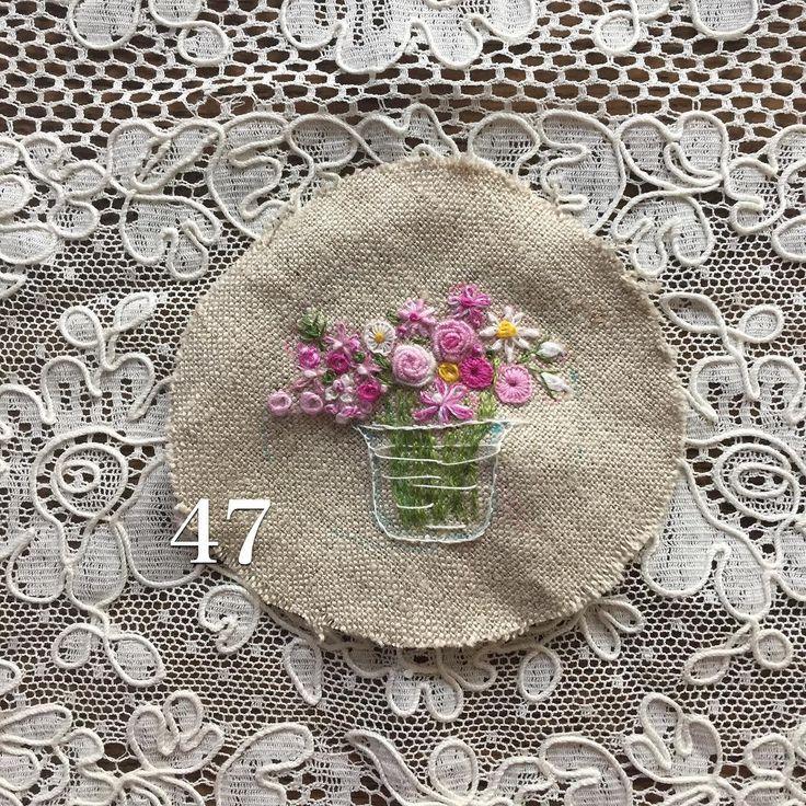 . . ミニブーケ出来ました。。。 . #手作り #手仕事 #手刺繍 #ハンドメイド#花束 #花刺繍 #Needlework #handcraft…
