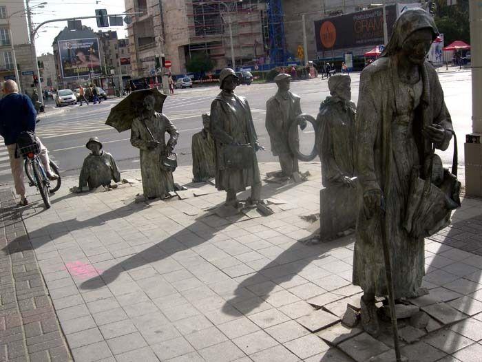 « Monument  d'un piéton anonyme », représente la transition de la Pologne, de son état de siège (1981-1983) à aujourd'hui - Photo © aromano - Flickr.com #Pologne