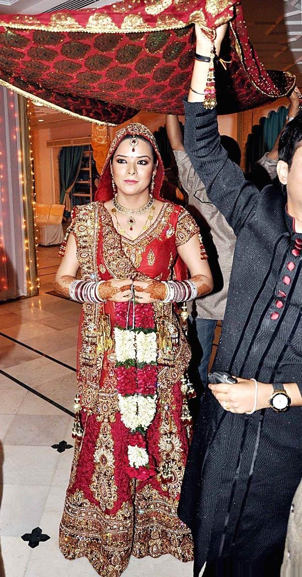 Udita Goswami in her bridal attire #Bollywood #Fashion