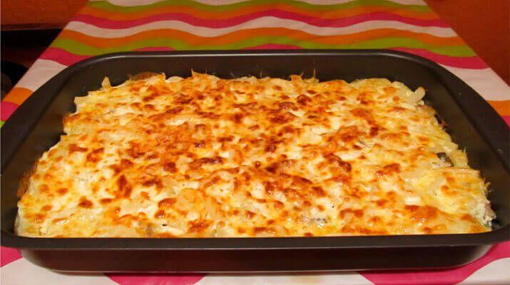 Такой картофельной запеканкой можно легко накормить всю семью. Она может служить и просто гарниром, но …