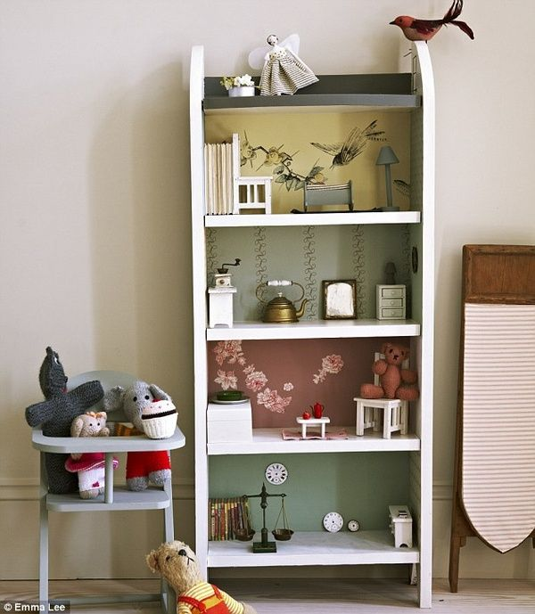 Such a cute idea to use a bookshelf to make a dolls house for Cute bookshelf ideas