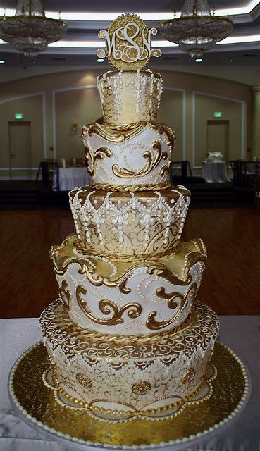 #Urban #Wedding ... Gold and white wedding cake  ... Wedding ideas for brides & grooms, bridesmaids & groomsmen, parents & planners ... itunes.apple.com/... The Gold Wedding Planner iPhone App ♥
