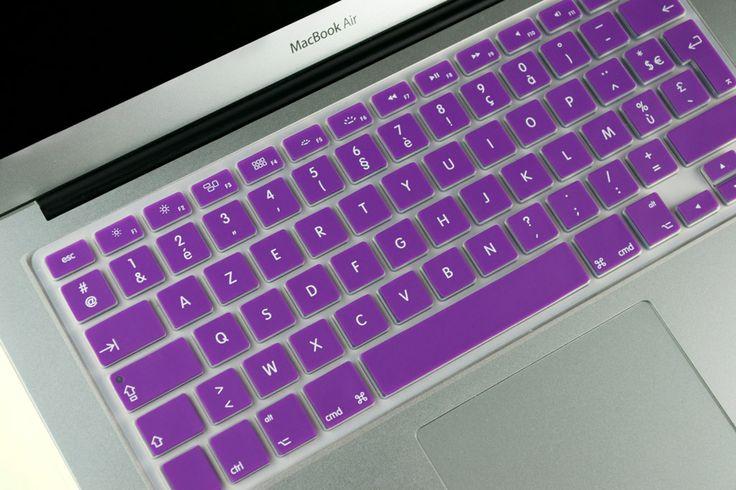 Magnifique rendu d'une protection violette pour MacBook Air 13 en place sur un clavier !