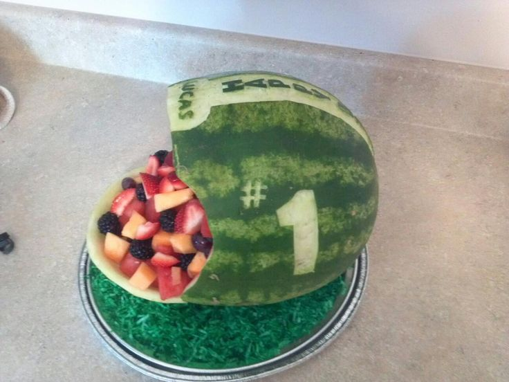 Birthday Party - Football Theme~ I'm def gonna do this! Dad would LOVE this!!
