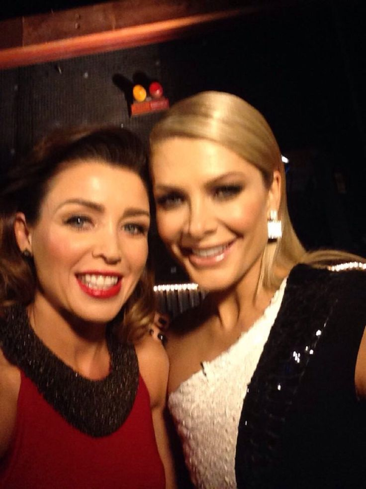 Xfactor Australia. Live Show 1. Natalie Bassingthwaighte & Dannii Minogue ( credit @danniiminogue)