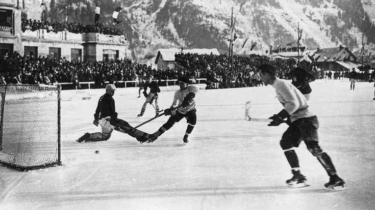 Awesome Black and White Photos of the Early Days of Winter Olympics - weather.com 1924 Charmonix France. Canadians beats US 6-1