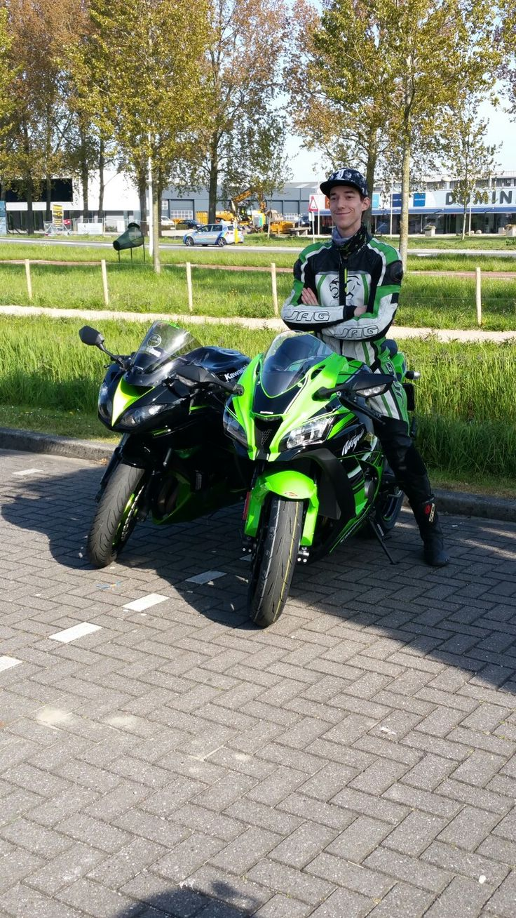 My boyfriend and his old en new bike💚 From zx6r to zx10r ktr version