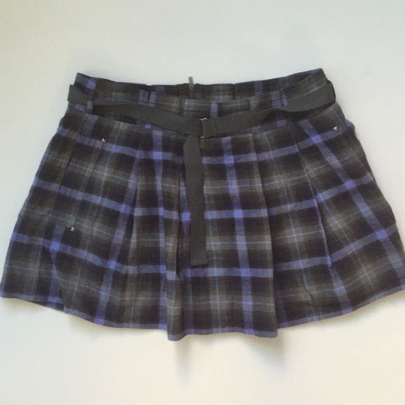 American Eagle grey purple pleated plaid skirt American eagle grey purple plaid pleated skirt new without tags never worn size 6 American Eagle Outfitters Skirts