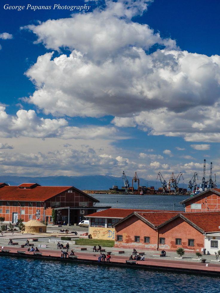 Σύννεφα στο λιμάνι...