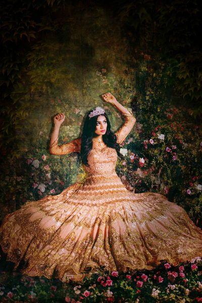 「ディズニー」×「ボリウッド」なインド人美女たちのコスプレ画像が実にゴージャス | オーロラ