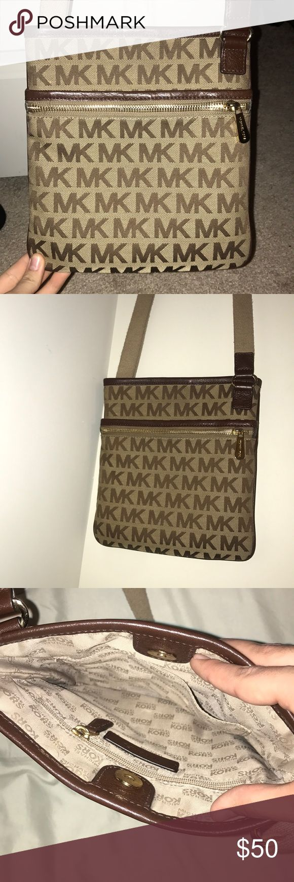***Micheal Kors Crossbody Purse*** Barely used Micheal Kors crossbody in good condition KORS Michael Kors Bags Crossbody Bags