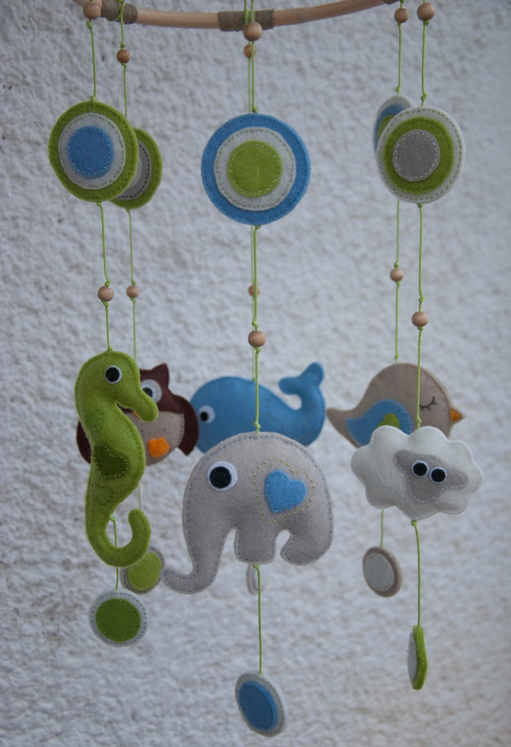 Felt animals baby mobile with circles -
