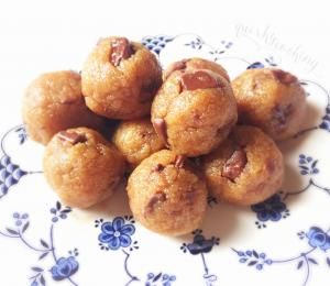 Raw Chocolate Chip Cookie Dough Balls - Quirky Cooking