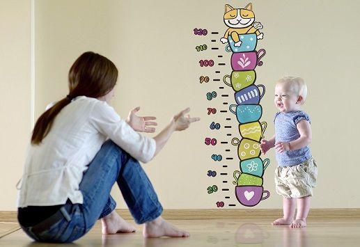 """""""Il metro gatto"""" è lo sticker colorato e divertente che accompagnerà la crescita del tuo bambino aiutandoti a tenere sotto controllo la sua altezza e personalizzando con stile qualunque ambiente!"""