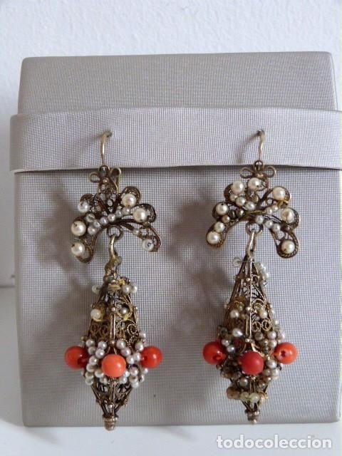 Pendientes antiguos filigrana en plata dorada aderezados con perlas y coral rojo natural - Foto 1