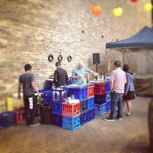 Pop-up bar  Using milk crates: Easy and effective! popuprepublic.com