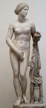 La escultura en la Antigua Grecia: Imágen de la estatua Afrodita de Cnido, copia de la escultura griega clásica original de Praxíteles.